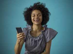 Палитра радости: как лучше всего поднять настроение девушке по переписке