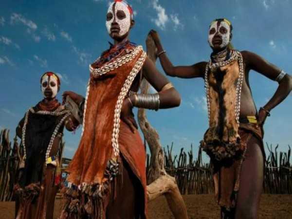 Страшные-обычаи-племени-Мурси