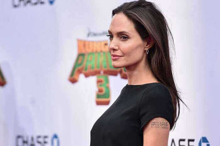 Пластика груди Анджелины Джоли