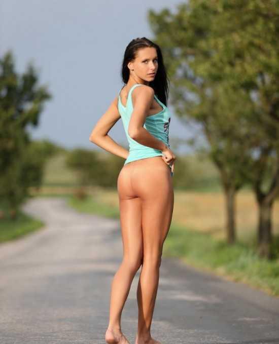 golaya_gimnastka-fjra2