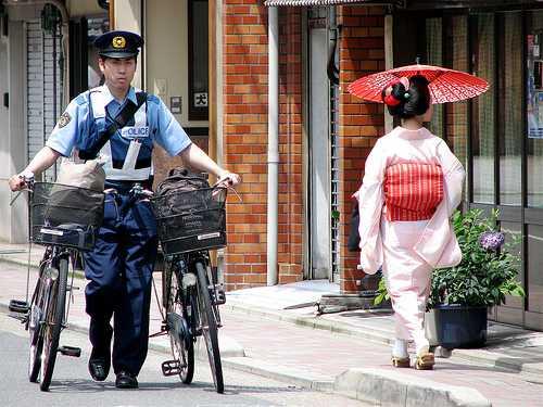 В любом сколько-нибудь крупном японском городе есть если не квартал проституток, то хотя бы публичный дом.