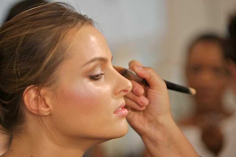 Ритуал макияжа. Неизменно должен соблюдаться.