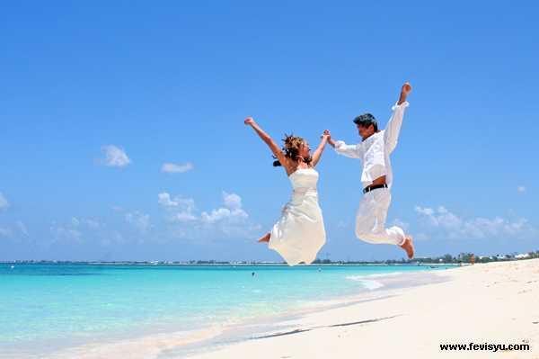 Так что женитесь и выходите замуж. Любите и цените друг друга, и, как хрупкий хрусталь, берегите семейное спокойствие. Ведь это одна из тропок к долгой, здоровой и счастливой жизни.