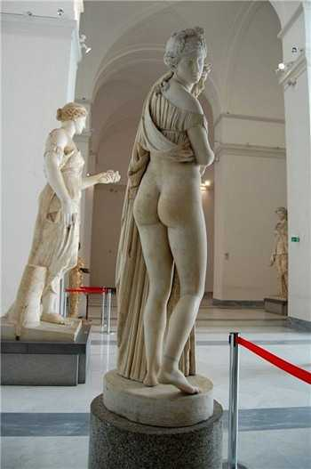 Афродита Каллипига (Прекраснозадая), Неапольский Археологический музей.