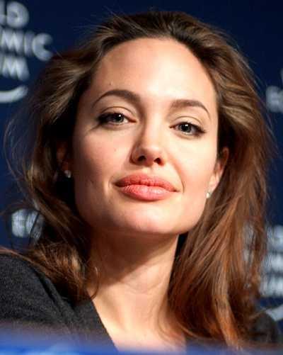 Плохая девочка Анджелина Джоли.
