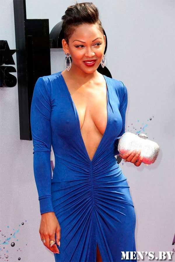 Девушки с большой грудью не могут навевать платье с раздельным верхом
