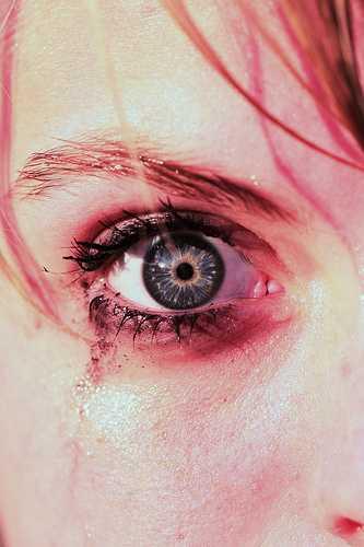 Если женщина плачет